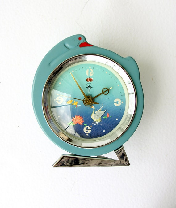 Vintage alarm clock with moving swan Wind up mechanical clock Chinese desk clock Table clock Retro home decor