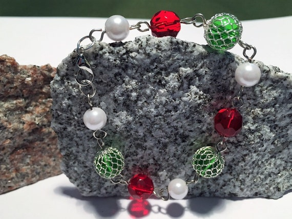 Christmas bracelet. Holiday Link Bracelet in Red, White and Green. Silver links and clasp.