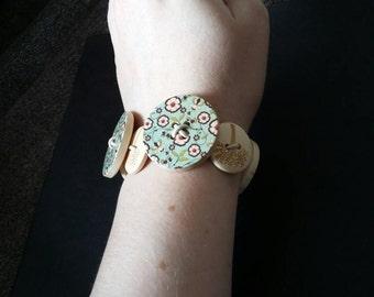 Wooden floral button bracelet