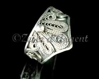 Crown in silver filigree ring