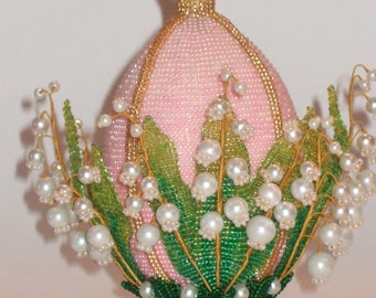 Beaded Easter egg with lilies