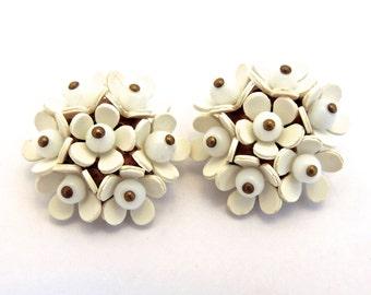 White Flower Earrings, Lucite, Flowers, Clip on Earrings