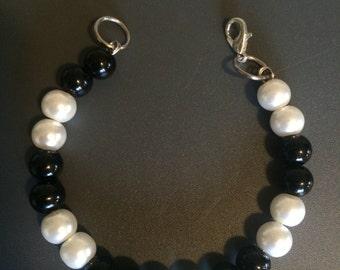 Black & white beaded bracelet