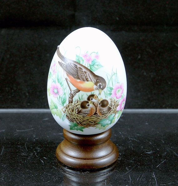"""Avon Collectible Egg Every Spring Brings A New Beginning Birds 3 1/2"""" Ceramic"""