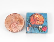FREE SHIPPING Vintage Avon Lucky Penny Lip Gloss 1976 Real Copper Compact Collectible Cosmetics Beauty Makeup Retro New Old Stock ItemAW009