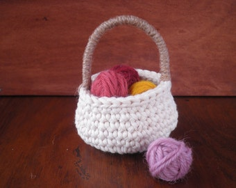 Small Round Basket with a Handle, Miniature Crochet Basket, Natural Decor, Cotton and Jute, Gift for Women, Storage basket, Cozy Home Decor