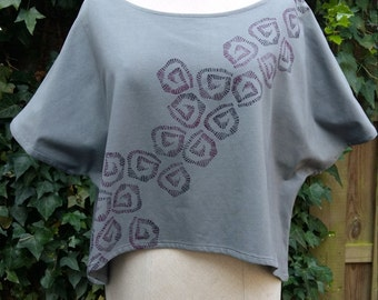 Short grey top with print
