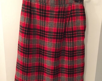 Vintage plaid skirt with pockets!