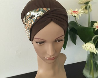 No tie sinar mitpachat tichel apron style headcovering bandana snood in brown with built in 2 sided wrap around strip headband