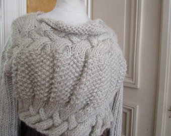 Short jacket knitted in pure wool hand