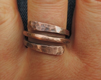 Hammered copper ring for him or her - Wire wrap ring - Spiral copper ring - Minimalist rustic antiqued copper ring - Anello rame
