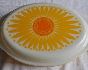 Pyrex Daisy Dish - 2.5 Quart - Covered Casserole - Ovenware - 1960s - Retro - 20% OFF SALE