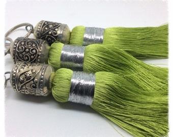 Trio of PomPoms Moroccan silk colour light green