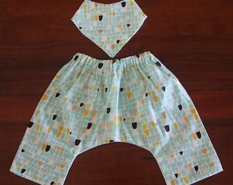Organic cotton comfy pants and matching bandanna bib, size 3-6, 6-12 month available