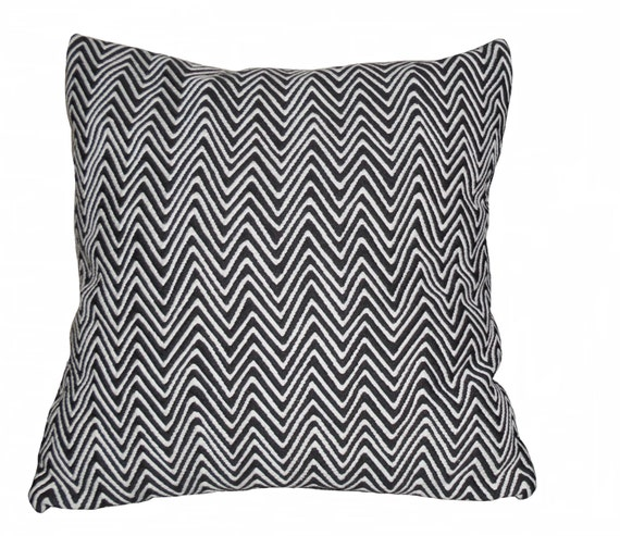 Housse de coussin noir et blanc motif g om trique en by for Housse de coussin 35x35