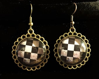 Metal Bronze Earring with chessboard image