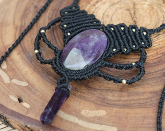 Macrame necklace with amethyst.