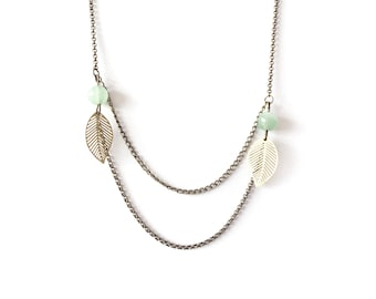 Long necklace small Golden sheet and Green Pearl