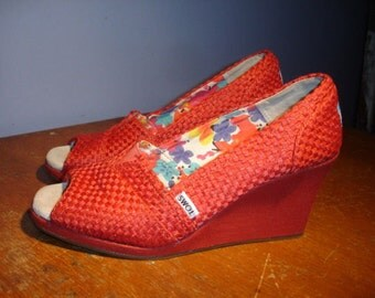 Toms Red Canvas Peep Toe Wedge Women's Shoes Size 9.5