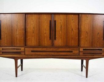 303-107 Danish Mid Century Modern Rosewood Sideboard Credenza Cabinet Buffet