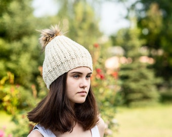 Cream  wool hat,  Wool beanie,  Loose knit hat,   Pompon slouchy hat,  Fur pompon,  Womens beanie,   Ready to ship