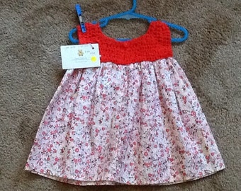 Gorgeous cotton dress just great on these hot days. Special as it has a crocheted bodice.