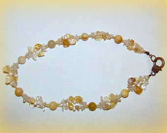 Necklace with semiprecious stones and natural pearls
