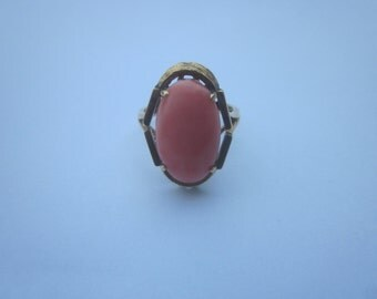 Vintage 14K Gold Coral  Ring