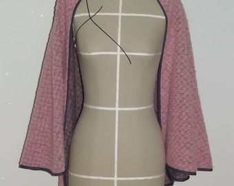 Cape pink with an anthracite bias