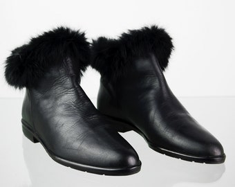Vintage Leather of ankle boots with fur