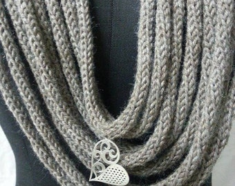 Wool long necklace