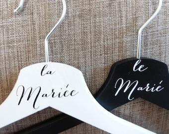 Cintre mariage . Lot de deux cintres pour mariage. Cadeau mariage pas cher. Wedding gift
