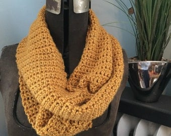 Infinity scarf in yellow