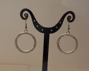 round silver sparkle dangle earrings