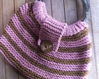 Knitted handbag with round handles