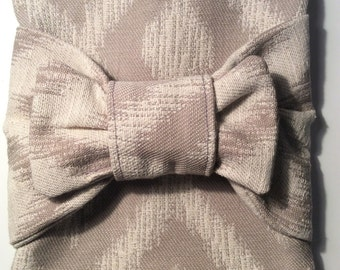 Beige zippered pouch with bow