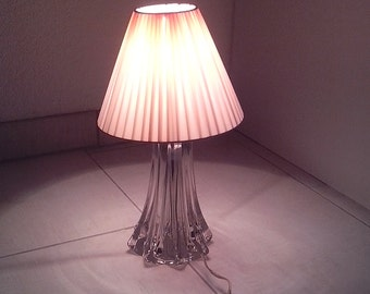 Romantic lamp in transparent glass and pale pink plastic Lampshade