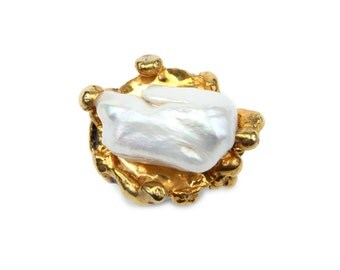 White pearl Ring. 925 sterling silver w 18k  gold plated