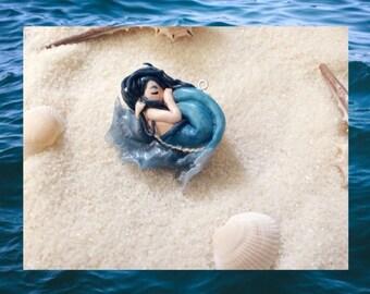 Sleeping mermaid in a shell, mermaid necklace, ooak, mermaid accessory, cute mermaid, mermaid jewelry