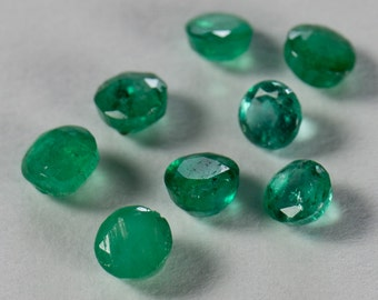 Natural Vivid Green Emerald Assortment, Eight Round Faceted, 1.01ct total weight