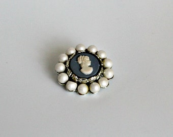 Vintage Cameo Brooch COSTUME JEWELRY