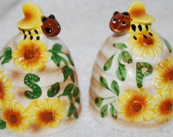 "Vintage ""Bee Skimp"" Shakers with Bees & Daisies"