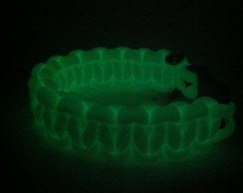 Glow in the dark paracord bracelet
