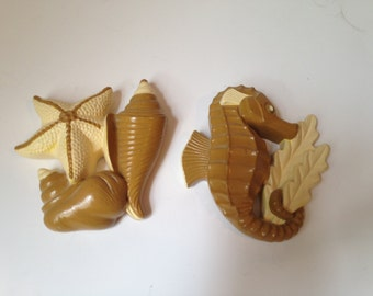 Vintage Chalk Ware Tan and Cream Seahorse and Seashells Wall Hangings - Great for a bathroom!
