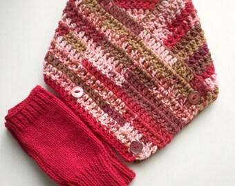 Children's neck warmer with open gloves.