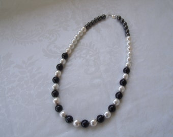 Swarovski® Pearls-Pearl Necklace-Beaded Necklace-Classic Beauty-Classic Pearls-Pearls, Black & White-Summer Jewelry-Special Occasions-Gifts