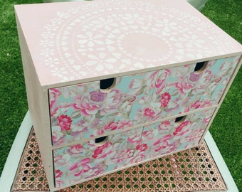 Female chest of drawers