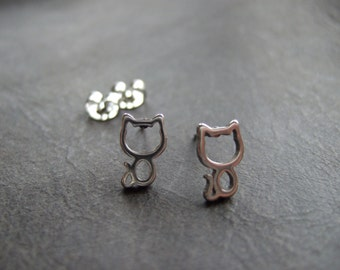 Cute little kitten earrings, silver plated cat earrings, small cat earrings silver, kawaii cat earrings, cat outline earrings, silhouette
