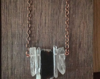 Long necklace with agate and crystals