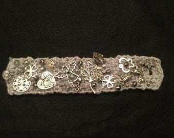 Crochet bracelet with pendants
